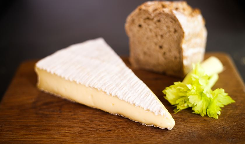 brie de meaux stinking cheese